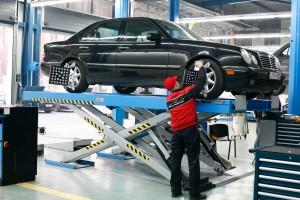 Emelő a fix Autó Szervizben
